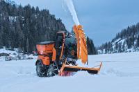 Bestens zum Schneefräsen gerüstet: Holder C 65 mit 65 PS, Frontzapfwelle und elektronischer Grenzlastregelung / Foto: Max Holder GmbH