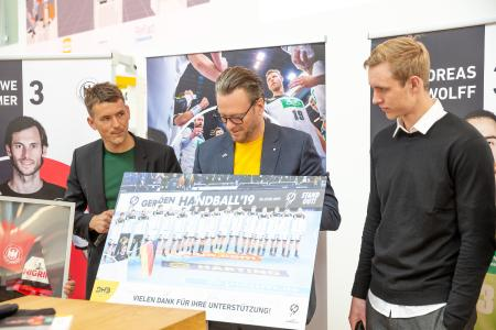National handball team coach Christian Prokop (l.) and Marian Michalczik (r.) visited HARTING Board Chairman Philip Harting during the HANNOVER MESSE trade fair