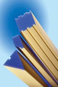 Nach Kundenvorgabe gefertigte Profile für die Fenster- und Türenproduktion / Abbildung: puren