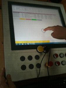 Die Verwiegesoftware läuft auf modernen Industrie-PCs nach Schutzartnorm IP65, die via eigenem Touchscreen oder via Smartphone App bedient werden