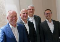 Die Unterzeichnung des Kaufvertrags durch die Vertreter des Joint Ventures Night Star Express Hellmann & Honold GmbH & Co. KG und der Eiltrans Nachtveteilerservice GmbH erfolgte am 23. Oktober 2018 in Neu-Ulm, v.l.n.r. Thomas Bauer und Heiner Matthias Honold, Norbert Rödel und Wilfried Hesselmann