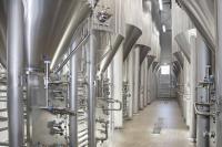Vorhandene Anlagen wurden mit 25 zylindrokonischen, kühlbaren und isolierten Tanks verschiedener Größen kombiniert.