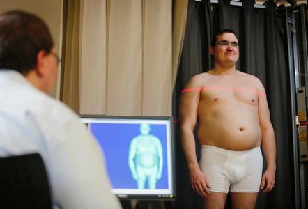 Berührungslose 3D-Erfassung eines Probanden mit dem 3D-BodyScanner zur Generierung seines digitalen Zwillings / Bild: ©Hohenstein Institute