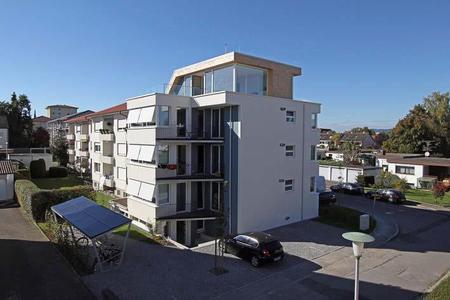 Kernsaniertes Mehrfamilienendhaus in Friedrichhafen: Primärenergieverbrauch durch PU-Dämmungen von 400 auf 12 kWh/m²a gesenkt (Foto: puren)