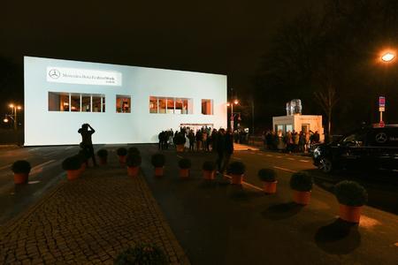 Das 4.000 m² große Losberger Fashionzelt der Mercedes-Benz Fashion Week Berlin stand diesmal wieder an der Westseite des Brandenburger Tores, am Anfang des Prachtboulevards Straße des 17. Juni.
