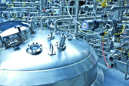 Wenn im Tank der Gasdruck nicht stimmt, leidet die Prozesssicherheit. Nahrungsmittel- und Getränkehersteller kennen diese Thematik ebenso wie Pharma- und Biopharma-Unternehmen. (Quelle: Bürkert Fluid Control Systems)