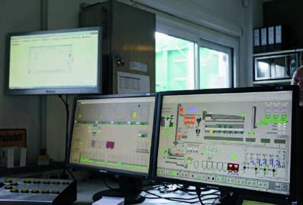 Ein automatisiertes Asphaltmischwerk vereinfacht die Prozesse und steigert die Qualität. (Quelle: DAV/hin)
