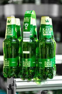Die Marke Karlskrone der belgischen Brauerei Martens wird ab sofort als Sixpack im folienfreien KHS Nature MultiPackTM angeboten – in neu gestalteten 0,5-Liter-PET-Flaschen aus 100 Prozent Rezyklat.
