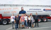 Zum Start in das Berufsleben heißt GREIWING in diesem Jahr 26 neue Auszubildende willkommen, elf von ihnen am Unternehmenssitz in Greven / Foto: GREIWING logistics for you GmbH