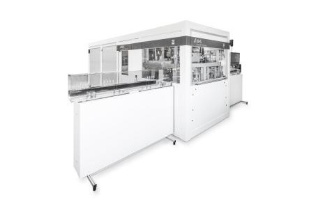 Die InnoPET Plasmax mit einer Leistung von bis zu 1.800 (2Q) beziehungsweise bis zu 3.600 Behältern (4Q) pro Stunde ist insbesondere für Converter und kleinere Abfüllbetriebe geeignet.
