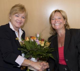 iGZ-Bundesvorsitzende Ariane Durian (r.) gratulierte Anne Rosner zur Wiederwahl als Sprecherin der iGZ-Landesbeauftragten
