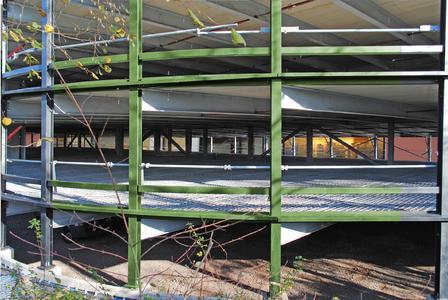 Rundum dauerhaft: Decken mit feuerverzinkter Bewehrung eines Parkhauses in feuerverzinkter Stahlbauweise