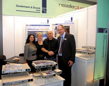 G&D Bilişim Team: Gülten Kaya, Anke Hartrumpf (both G&D), Hakan Demirler (Sinerji Vass) und Roland Ollek (G&D)