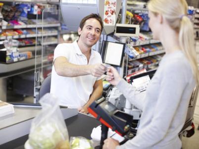 Im Weihnachtsgeschäft benötigt der Handel eine flexible und schnelle Lösung zur Bargeldversorgung. FOTO: istock