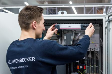 Blumenbecker Automatisierungstechnik, a leading control and switchgear manufacturer based in Beckum, is enjoying the significant assembly benefits of Rittal's new LED system light (Photo: Rittal GmbH & Co. KG)