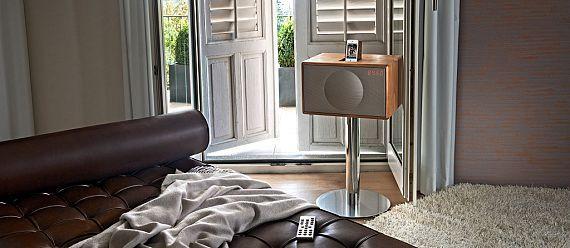 Geneva Sound System Model L Walnut Bedroom Peter Strobl