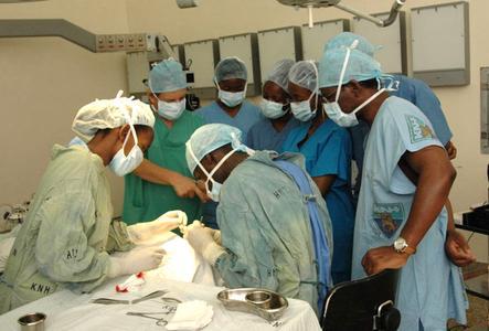 In Masina, dem ärmsten Stadtteil Kinshasas, entsteht ein Lehrkrankenhaus mit angeschlossenen Untersuchungs- und Operationseinrichtungen.