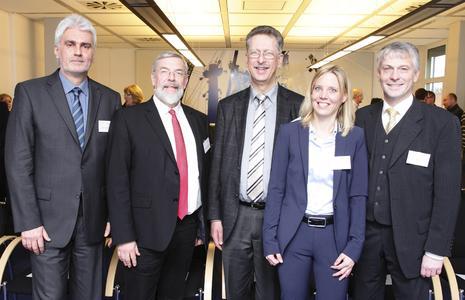 Gelungener Auftakt: (von links) Prof. Dr. Hasso Heybrock, Staatssekretär Rolf Fischer, Prof. Dr. Dr. Rainer Kreuzhof, Prof. Dr. Birte Nicolai und FH-Präsident Prof. Dr. Holger Watter. Foto: Möller
