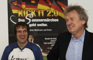 Actebis Peacock Kick IT-Teamchef André ter Schüren mit Trainer Sepp Maier