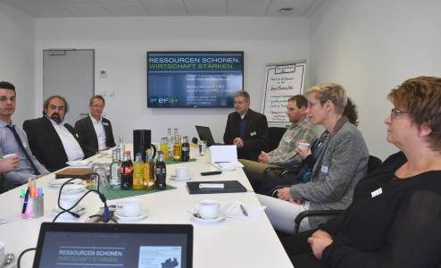 Mitglieder des Beraternetzwerks OWL informierten sich in Lemgo über Digitalisierung und Industrie 4.0. Foto: Effizienz-Agentur NRW