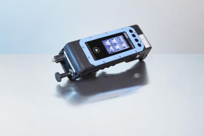 Portable process calibrator approved for hazardous areas