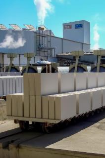 UNIKA Kalksandstein trägt schon bei der Herstellung in modernsten Fertigungsanlagen erheblich zur Ressourcenschonung und zum Schutz der Umwelt bei, Foto: UNIKA