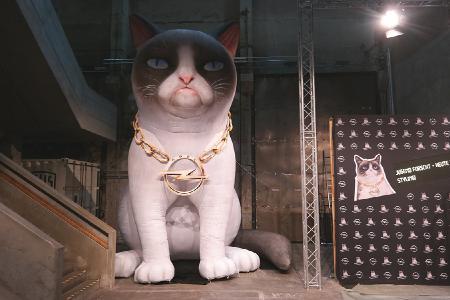 riesige nachbildung von grumpy cat - air promotion gmbh