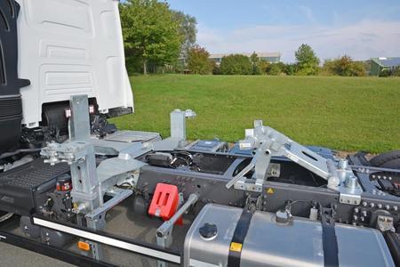 Die vordere Höhenverstellung in höchster Position 350 mm (Foto: © Renault Trucks, SDG Modultechnik)