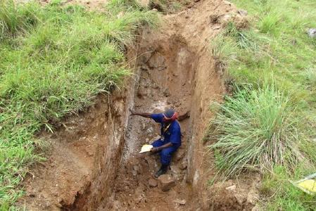 Schürfgraben auf Bujagali; Foto: M2 Cobalt