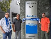 Rainer Kuhn (Geschäftsführer SelectLine Software GmbH), Andreas Scharff (Geschäftsführer SelectLine Software GmbH) und Michael Richter (Leiter Vertrieb & Marketing SelectLine Software GmbH) vor dem Hauptsitz in der Magdeburger Otto-von-Guericke-Straße. (Personen von links nach rechts abgebildet)