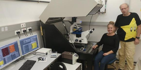 Professor Itay Rousso and his PhD student, Sanela Rankovic, with their JPK NanoWizard® ULTRA Speed AFM system at Ben-Gurion University