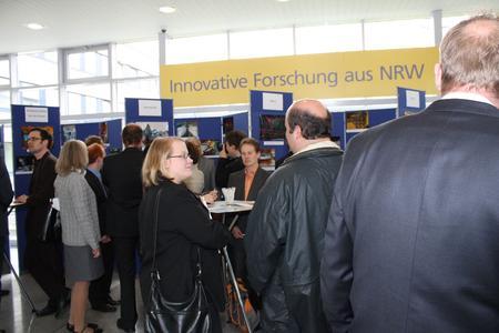 """180 Einsendungen bei 69 Teilnehmern –  Der Fotowettbewerb """"NanoMikro+Werkstoffe aus NRW  2010"""" erfreute sich großer Resonanz"""