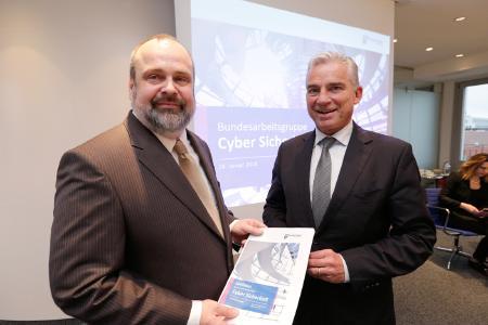 Prof. Timo Kob, Vorstand der HiSolutions AG, wird Vorsitzender der Bundesarbeitsgruppe Cyber Sicherheit des Wirtschaftsrates (Copyright: Jens Schicke)