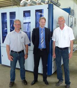 Bild 2: Volker Brinkmann, Betriebsleiter; Sebastian Häfele, Marketingleiter Lissmac Maschinenbau GmbH; Jürgen Schröder, Geschäftsführender Gesellschafter PS Laser GmbH & Co. KG (v.l.n.r.)