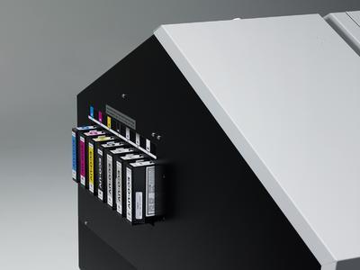 Roland DGs neuer VersaUV LEF-300 Flachbettdrucker hebt die Produktivität auf ein neues Niveau