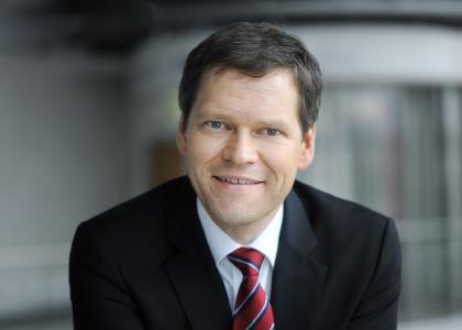 Rolf Sahre, Vorstandsvorsitzender der MACH AG, freut sich über den erfolgreichen Abschluss im letzten Jahr