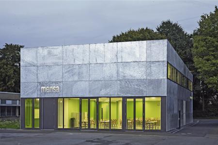 Reiser und Partner Architekten erhielten beim Wettbewerb um den Verzinkerpreis 2011 einen der beiden ersten Preise für die feuerverzinkte Fassade der Werner-von-Siemens-Schule in Bochum