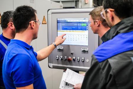 Armbruster Engineering Schulung beim Kunden vor Ort zur Anlaufunterstützung