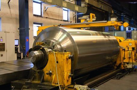 Der Kolben aus Hartguss ist mit einem Fertiggewicht von fast 35 t der größte bisher bei der WALZEN IRLE GmbH gegossene Kolben