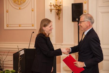Stefan Messer awards Dr. Julia Weigand with the 2016's Adolf-Messer-Award