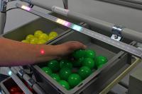 Durch unterbrechen des Lasersensors wird die Entnahme erfasst und verarbeitet (Bildquelle: NeoLog)