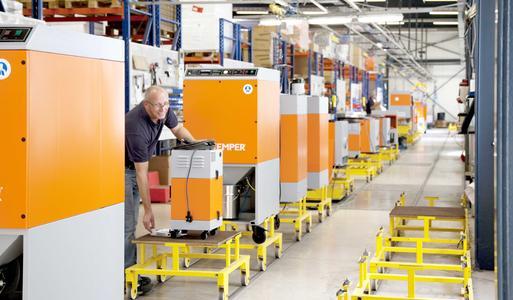 Zweistelliger Umsatzzuwachs: Die KEMPER GmbH steigerte ihren Absatz 2015 um 11 Prozent. 14 Prozent mehr Seriengeräte verließen die KEMPER-Produktion.