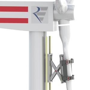 Windrad-Montage ganz ohne Kran: Der am IPH entwickelte Greifer hält das Rotorblatt fest und positioniert es ferngesteuert exakt in der Nabe. (Grafik: IPH)