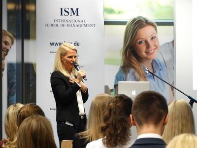 Ruth Herberg von Merkenherberge mit einem Vortrag zum Thema Glücksgefühle beim Shoppen