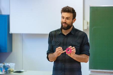 Das Programm COACHING4FUTURE informiert mit Vorträgen oder Online-Workshops über Hightech-Lösungen und Berufsbilder im naturwissenschaftlich-technischen Bereich. (c) Baden-Württemberg Stiftung gGmbH