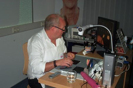 Schicht für Schicht Perfektion: Jürgen Freitag zeigt die Entstehung einer Krone mit VITA Composite VM LC