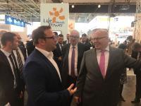 Bundesminister Peter Altmaier (r.) und ZENNER-Geschäftsführer Sascha Schlosser (l.) im fachlichen Austausch
