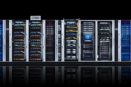 """""""Rittal – Das System."""" bietet Systemkomponenten für individuelle IT-Lösungen. Mit RiMatrix S, dem modularen, standardisierten Rechenzentrum von Rittal, sind vorgefertigte Rechenzentrumsmodule ab Lager lieferbar (Quelle Rittal GmbH & Co. KG )"""