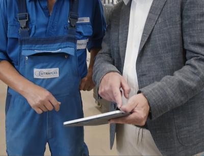 Wenn eine Störung in der Anlage auftritt, bekommt der Anlagenführer eine Meldung auf sein Tablet und es können umgehend Gegenmaßnahmen eingeleitet werden / Foto: Sesotec GmbH