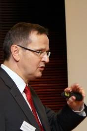 Mit viel Engagement machte Referent Prof. Dr. Jürgen Bott auf dem easycash SEPA Round Table eine Bestandsaufnahme der SEPA, © easycash GmbH